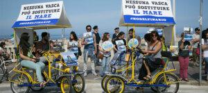 Nuova protesta davanti al delfinario di Rimini