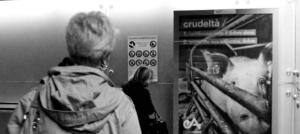 Genova: manifesto nella metro