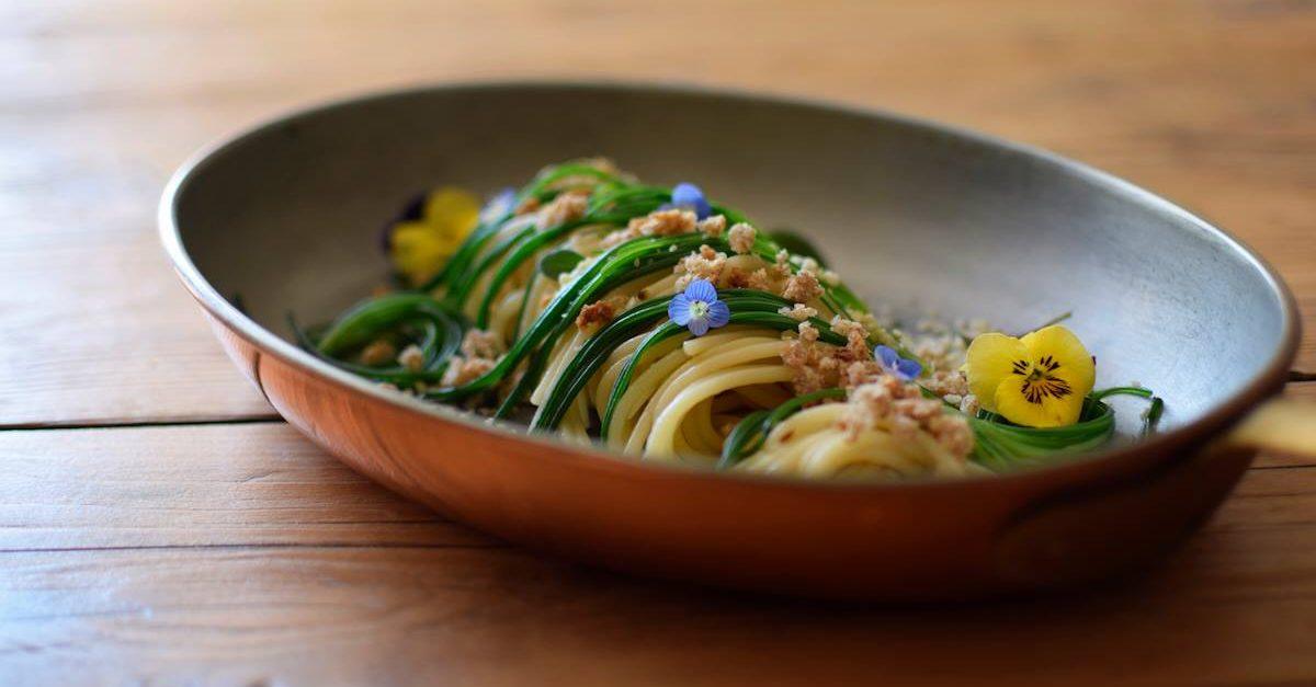 settimana veg - spaghetti algio olio e peroncino con verdure croccanti - vegan - ricetta Marco Bortolon