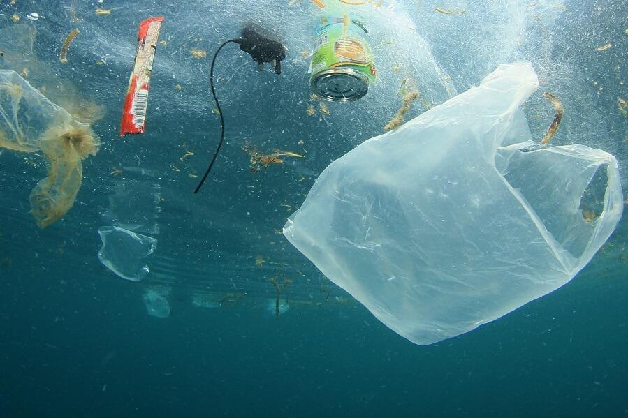 Plastica nell'acqua
