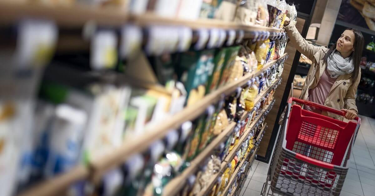 persona vegan al supermercato